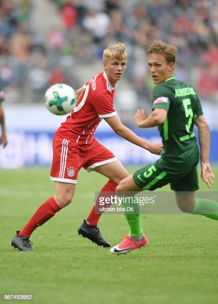 Fussball GER 1 Bundesliga Telekom Cup 2017 Finale SV Werder Bremen FC Bayern Muenchen 02 Felix Goetze Felix Götze li gegen Ludwig Augustinsson
