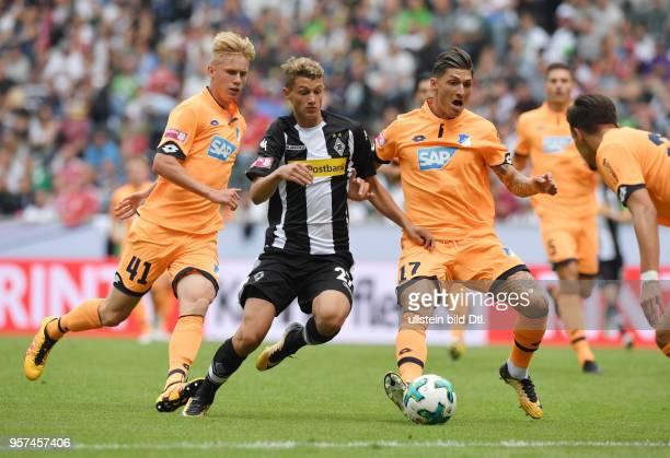 Fussball GER 1 Bundesliga Telekom Cup 2017 Spiel um Platz 3 Borussia Moenchengladbach TSG Hoffenheim vli Mickael Cuisance mi gegen Steven Zuber re