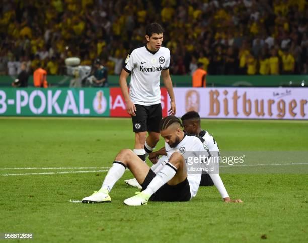 Fussball GER DFB Pokal Finale Eintracht Frankfurt Borussia Dortmund 12 von vorne Michael Hector Jesus Vallejo Taleb Tawatha