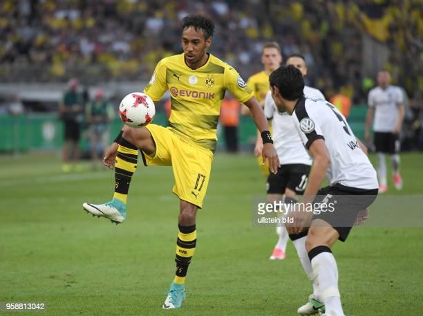 Fussball GER DFB Pokal Finale Eintracht Frankfurt Borussia Dortmund 12 PierreEmerick Aubameyang Pierre Emerick Aubameyang li gegen Jesus Vallejo
