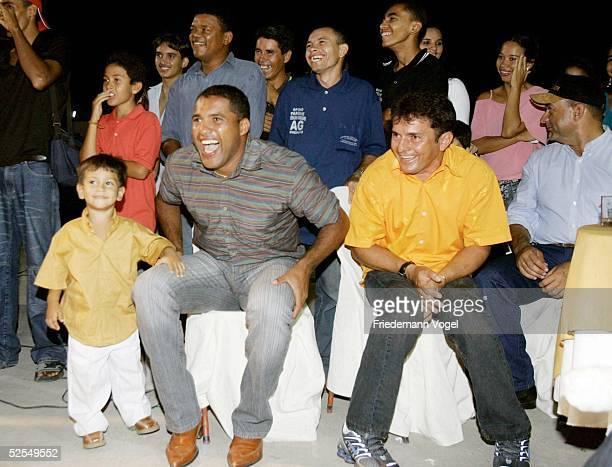Fussball: Hochzeitsparty 2004 Ailton Mogeiro; AILTON und seine Ehefrau ROSALIE feiern mit Familie und Freunden 02.01.05.