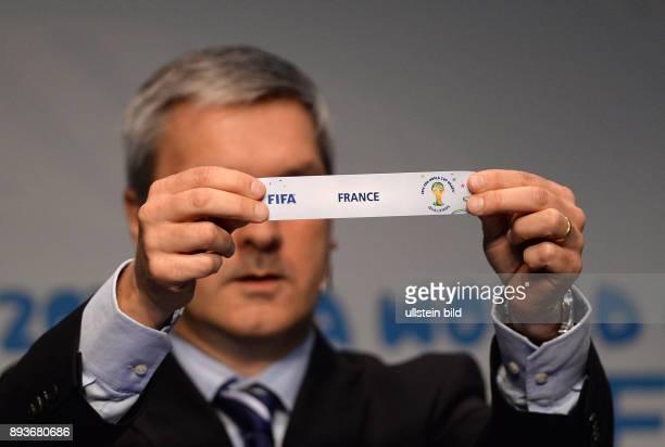 Fussball International World Cup Preliminary Comptition European Zone Playoff Draw Gordon Savic praesentiert das Los Frankreich