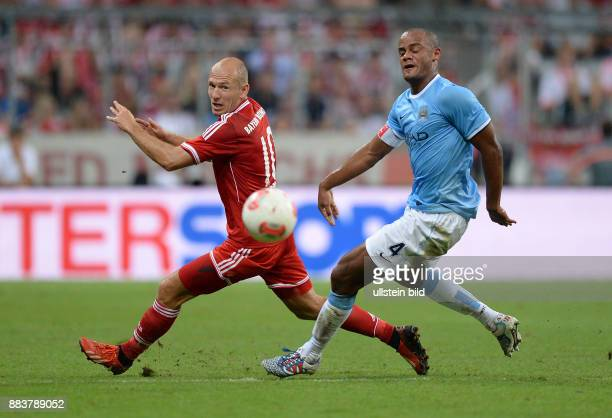 Fussball International Audi Cup 2013 Saison 2013/2014 Finale FC Bayern Muenchen Manchester City Arjen Robben gegen Vincent Kompany