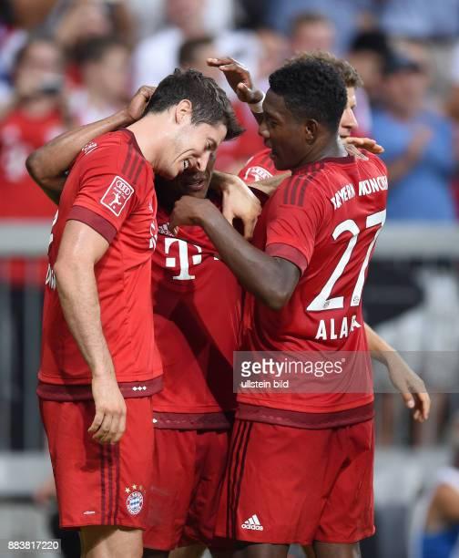Fussball International Audi Cup 2015 Saison 2015/2016 Finale FC Bayern Muenchen - Real Madrid Torjubel nach dem 1:0: Robert Lewandowski, Douglas...
