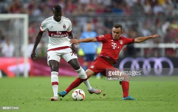 Fussball International Audi Cup 2015 Saison 2015/2016 Halbfinale FC Bayern Muenchen AC Mailand Riccardo Montolivo gegen Rafinha