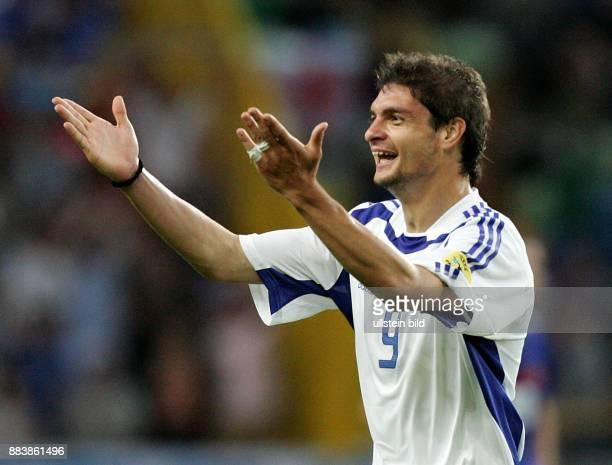 Fussball INTERNATIONAL EURO Frankreich Griechenland im Stadion José Alvalade in Lissabon Torschütze Angelos Charisteas