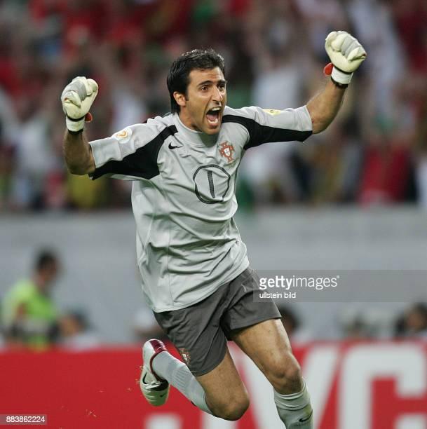 Fussball INTERNATIONAL EURO 2004 in Lissabon im Stadion José Alvalade Spanien-Portugal Jubel POR; Ricardo jubelt nach dem 1:0 durch Nuno Gomes