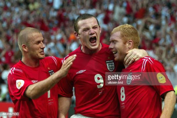 Fussball INTERNATIONAL EURO Kroatien England im Stadion da Luz in Lissabon David Beckham Wyne Rooney und Paul Scholes