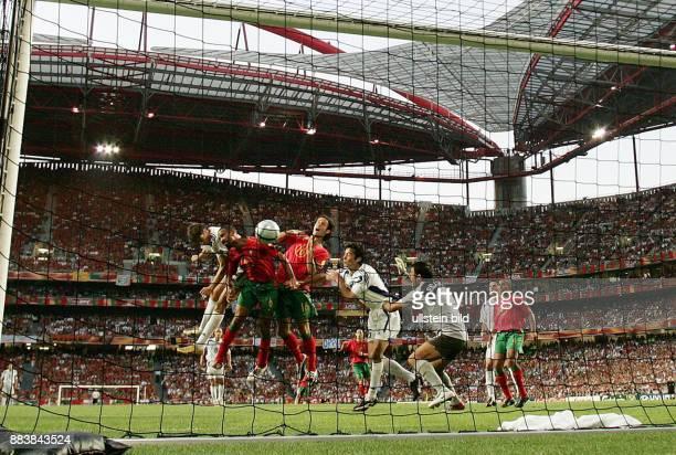 Fussball INTERNATIONAL EURO Portugal Griechenland im Stadion da Luz in Lissabon Tor zum 01 Angelos Charisteas