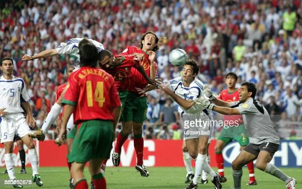 Fussball INTERNATIONAL EURO Portugal Griechenland im Stadion da Luz in Lissabon Torschütze Angelos Charisteas