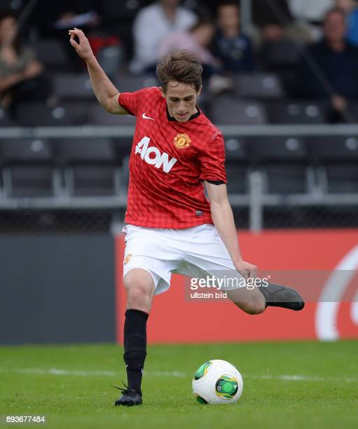 Fussball International FIFA 75 Blue Stars / FIFA Youth Cup Manchester United Zenit St Petersburg Adnan Januzaj am Ball
