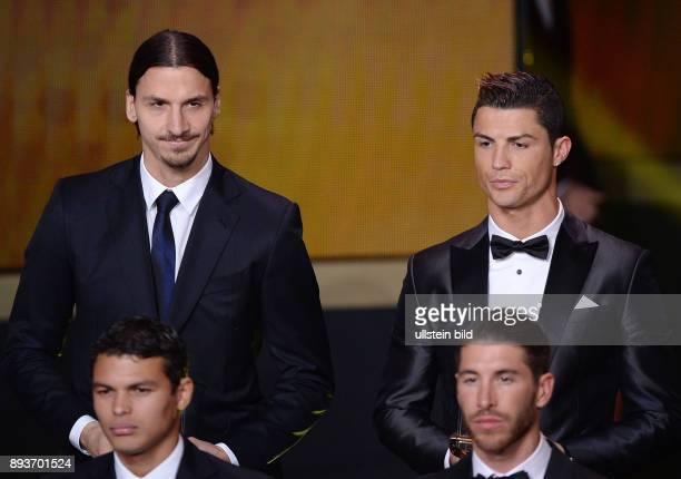 Fussball International FIFA Ballon d Or FIFA / FIFPro World XI Mannschaft des Jahres Zlatan Ibrahimovic und Cristiano Ronaldo