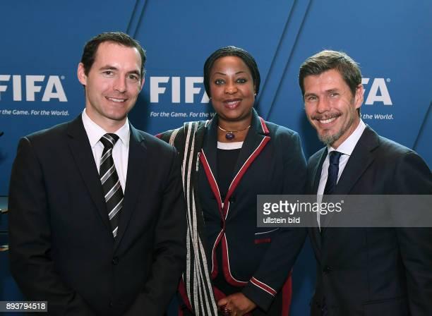 Fussball International FIFA Generalsekretaerin Fatma Samba Diouf Samoura mit ihren Stellvertretendern Zvonimir Boban und und FIFA Direktor Recht...