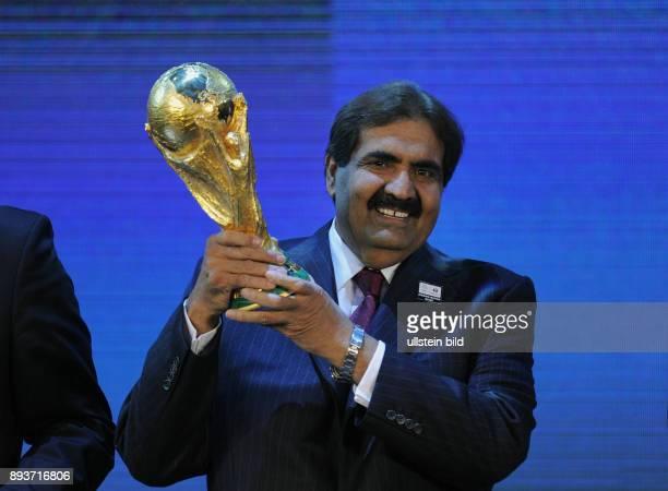 Fussball International FIFA WM 2018 und FIFA Emir von Katar HH Sheikh Hamad bin Khalifa AlThani mit WM Pokal