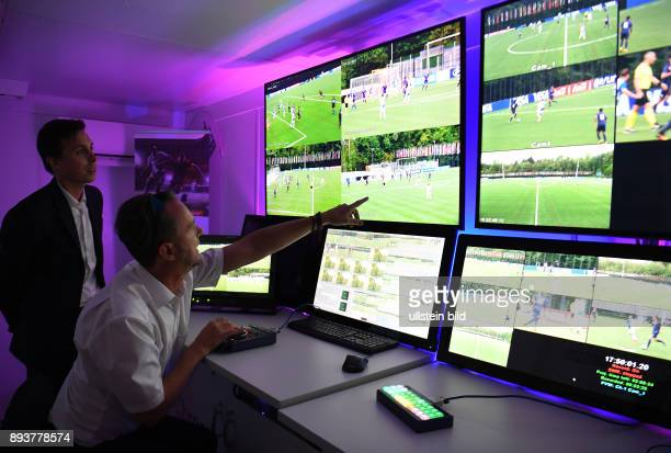 FIFA Fussball International Home of FIFA Experiment mit Video Assistents Schiedsrichter Testspiel U 21 FC Zuerich U21 Grasshopper Club Zuerich VAR...
