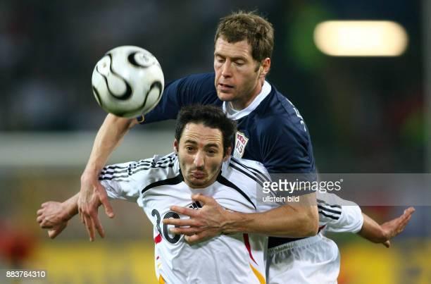 Fussball International Laenderspiel Deutschland USA Oliver NEUVILLE vor Gregg BERHALTER