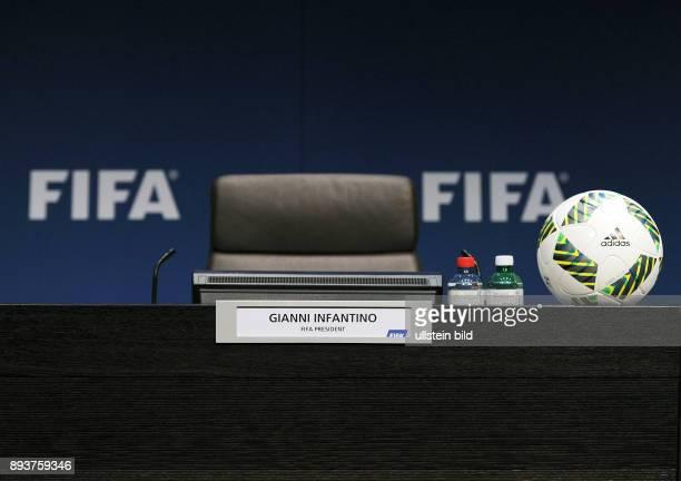 Fussball International Pressekonferenz Namensschild von FIFA Praesident Gianni Infantino