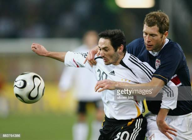Fussball International Testspiel Deutschland 41 USA Oliver Neuville gegen Gregg Berhalter