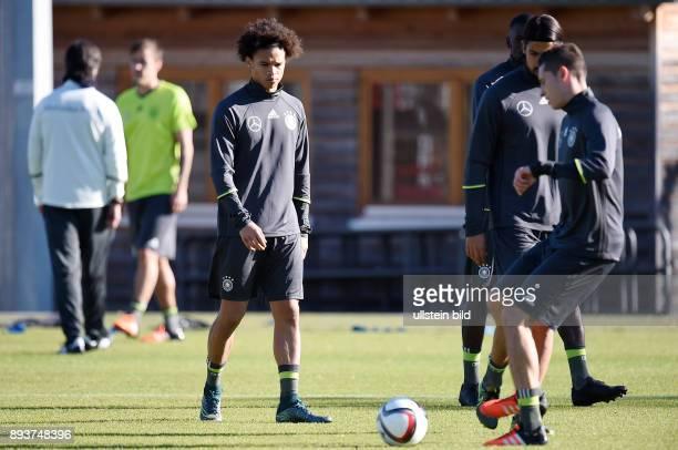 Fussball International Training der deutschen Nationalmannschaft in Muenchen beim FC Bayern an der Saebener Strasse Leroy Sane und Julian Draxler