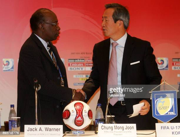 Fussball International U 17 WM Korea Pressekonferenz Organisationskomitee Jack A Warner Chairman of the FIFA U17 Worldcup und Chung Mong Joon FIFA...