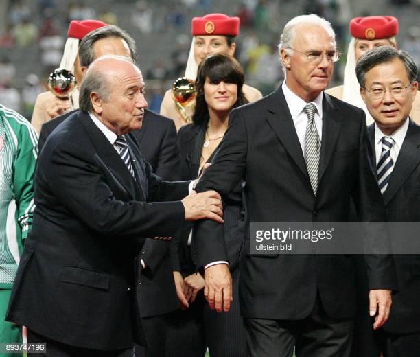 Fussball International U17 WM KoreaFinale Spanien Nigeria Spain Nigeria Praesident Joseph S Blatter und Franz Beckenbauer