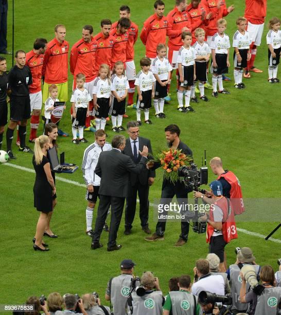 Fussball International WM Qualifikation 2014 Deutschland Oesterreich DFB Praesident Wolfgang Niersbach verabschiedet Michael Ballack und ehrt Philipp...