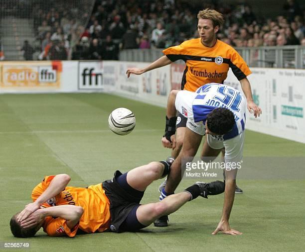 Fussball: Internationales Hallenfussball Turnier 2005, Oldenburg; Spiel um Platz 3: Arminia Bielefeld - MSV Duisburg; Philipp HEITHOELTER, Christian...