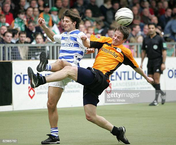 Fussball: Internationales Hallenfussball Turnier 2005, Oldenburg; Spiel um Platz 3: Arminia Bielefeld - MSV Duisburg; Alexander BUGERA / Duisburg,...
