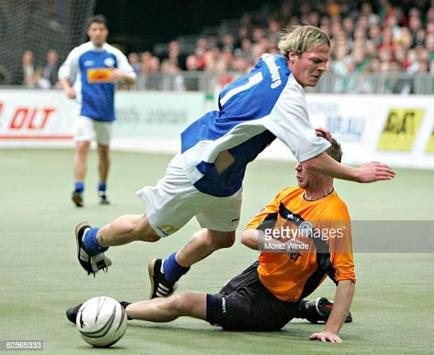 Fussball: Internationales Hallenfussball Turnier 2005, Oldenburg; Arminia Bielefeld - VfB Oldenburg; Christian THOELKING / Oldenburg, Daniel BOGUSZ /...