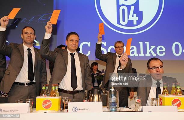 Fussball, Jahreshauptversammlung 2012 des FC Schalke 04, Aufsichtsratsvorsitzender Clemens Tönnies , Geschäftsführer Peter Peters , Manager Horst...