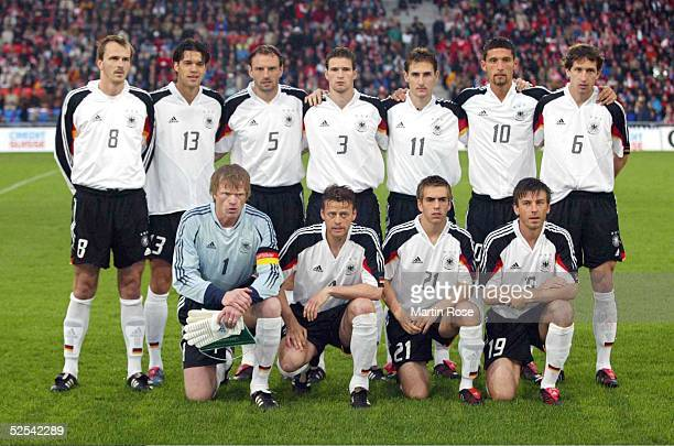 Fussball Laenderspiel 2004 Basel Schweiz Deutschland 02 hinten vl Dietmar HAMANN Michael BALLACK Jens NOWOTNY Arne FRIEDRICH Miroslav KLOSE Kevin...