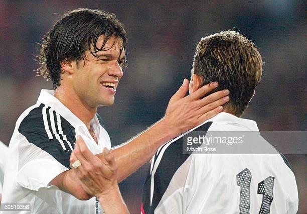 Fussball: Laenderspiel 2004, Basel; Schweiz - Deutschland ; Michael BALLACK, Miroslav KLOSE / beide GER 02.06.04.