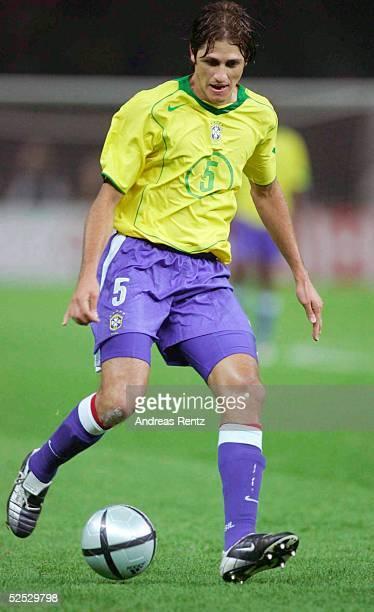 Fussball Laenderspiel 2004 Berlin Deutschland Brasilien 11 EDMILSON / BRA 080904