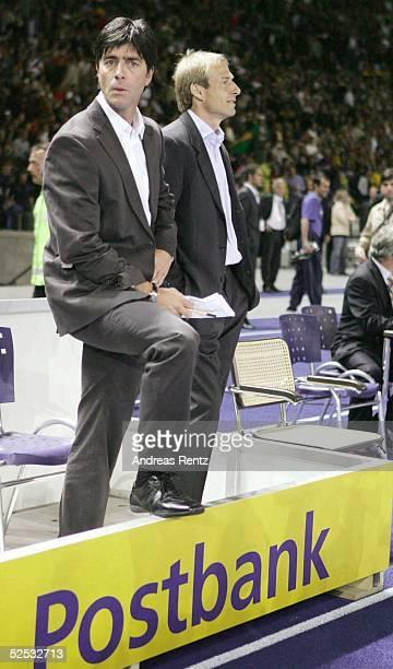 Fussball Laenderspiel 2004 Berlin Deutschland Brasilien CoTrainer Joachim LOEW Trainer Juergen KLINSMANN / GER 080904