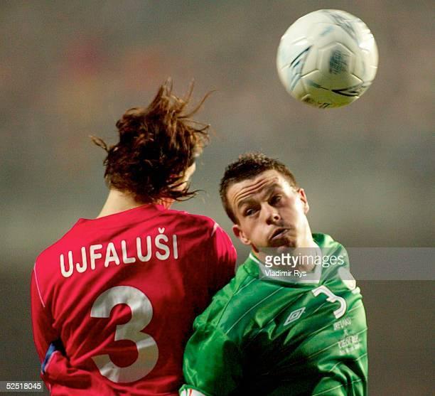 Fussball Laenderspiel 2004 Dublin Irland Tschechien 21 Tomas UJFALUSI / CZE Ian HARTE / IRL 310304