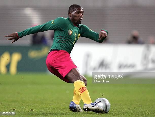 Fussball: Laenderspiel 2004, Leipzig; Deutschland - Kamerun ; Njitap Fotso GEREMI / CMR 17.11.04.