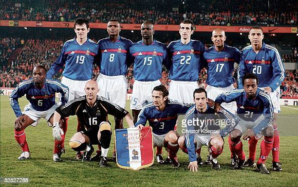 Fussball Laenderspiel 2004 Rotterdam Niederlande Frankreich 00 Frankreich Teamfoto hintere Reihe vlks Willy SAGNOL Marcel DESAILLY Lilian THURAM...