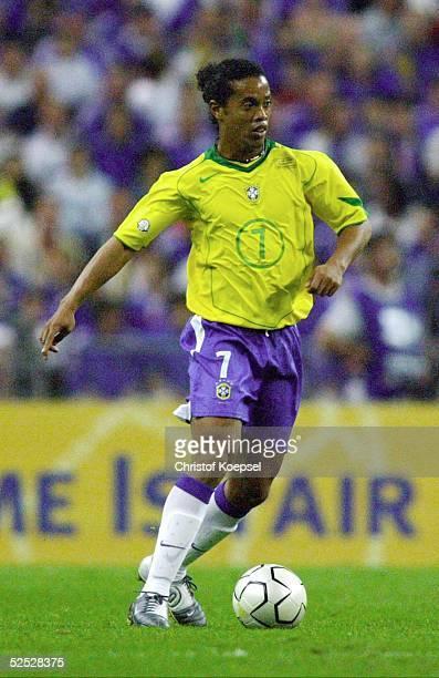 Fussball Laenderspiel 2004 St Denis Frankreich Brasilien 00 RONALDINHO / BRA 200504