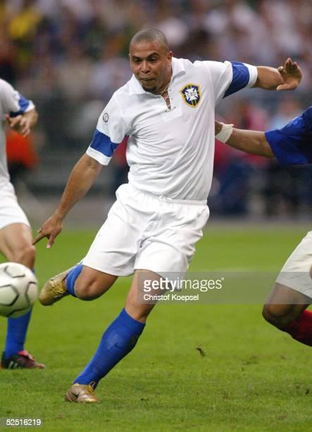 Fussball: Laenderspiel 2004, St. Denis; Frankreich - Brasilien ; RONALDO / BRA 20.05.04.