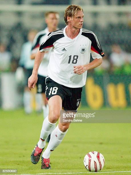 Fussball Laenderspiel 2004 Wien Oesterreich Deutschland 13 Tim BOROWSKI / GER 180804