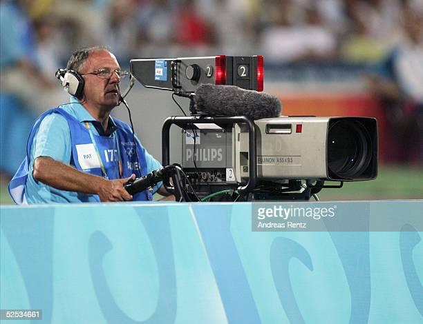 Fussball / Maenner Olympische Spiele Athen 2004 Athen Gruppe C / Argentinien Serbien und Montonegro TV Kameramann 110804