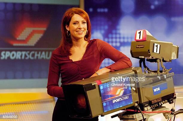 Fussball / Medien ARD Sportschau Moderatoren 2004 Koeln SportschauModeratorin Monica LIERHAUS 190104