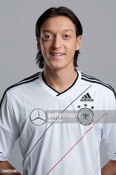 Fussball Offizieller Portrait Fototermin der Deutschen Fussball Nationalmannschaft in München Bild Nr 1209950 Mesut Özil