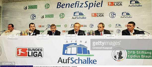 Fussball: Pressekonferenz zum Benefizspiel, Gelsenkirchen; Nationalmannschaft Deutschland gegen Bundesliga Allstars zu Gunsten der Opfer der...