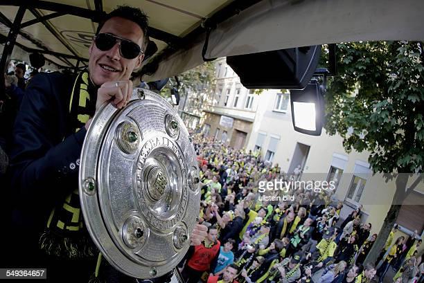 Fussball, Saison 2011-2012, Autokorso von Borussia Dortmund nach dem Gewinn der Deutschen Meisterschaft und des DFB Pokals auf dem Borsigplatz. Bild...