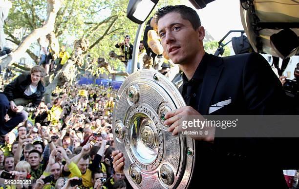 Fussball Saison 20112012 Autokorso von Borussia Dortmund nach dem Gewinn der Deutschen Meisterschaft und des DFB Pokals auf dem Borsigplatz Bild Nr...