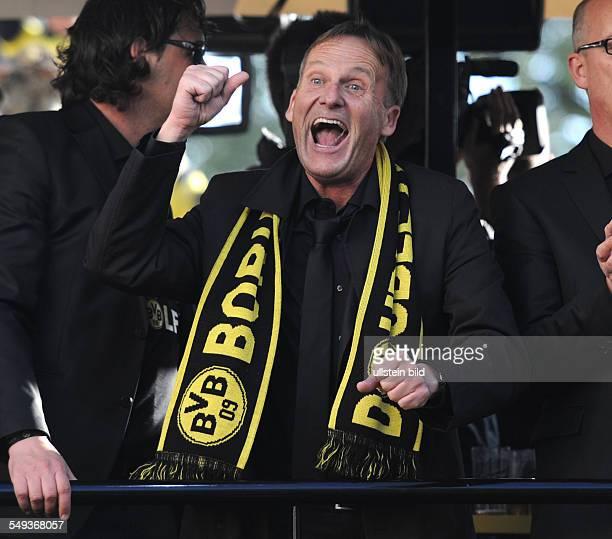 Fussball Saison 20112012 Autokorso von Borussia Dortmund nach dem Gewinn der Deutschen Meisterschaft und des DFB Pokals auf dem Borsigplatz...