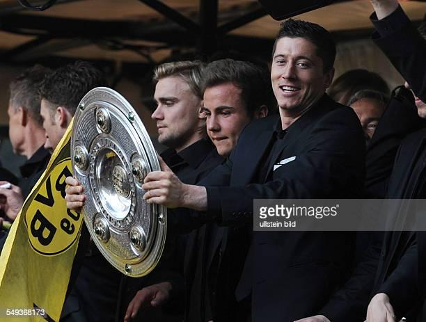 Fussball, Saison 2011-2012, Autokorso von Borussia Dortmund nach dem Gewinn der Deutschen Meisterschaft und des DFB Pokals auf dem Borsigplatz....