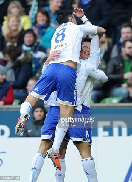 Fussball, Saison 2012-2013, 1. Bundesliga, 28. Spieltag, SV Werder Bremen - FC Schalke 04 0-2, Jubel Schalke nach dem 0-1, v.re., Julian Draxler ,...