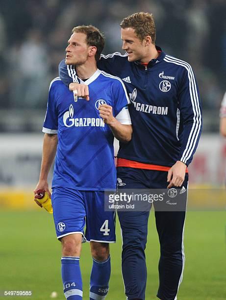 Fussball, Saison 2012-2013, 1. Bundesliga, 32. Spieltag, Borussia Mönchengladbach - FC Schalke 04 0-1, Benedikt Höwedes , li., und Torhüter Ralf...